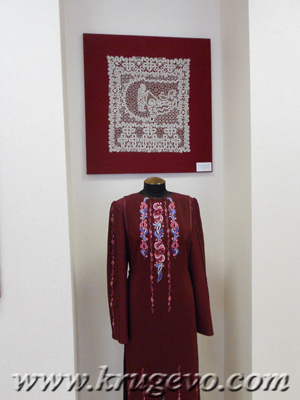 Народный костюм с вышивкой