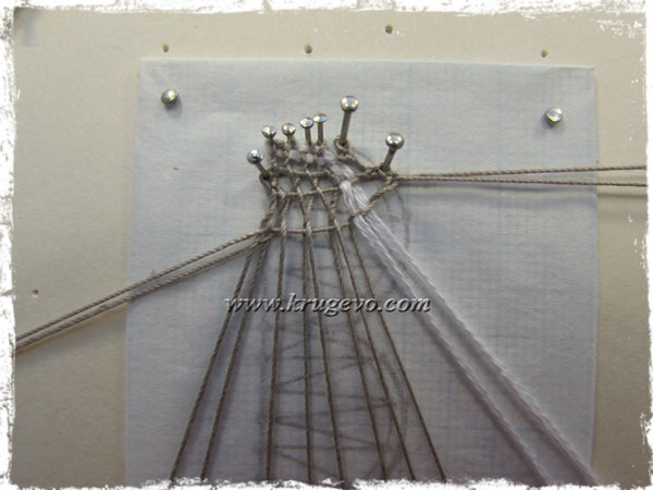 Плетение повторяется до узкой части